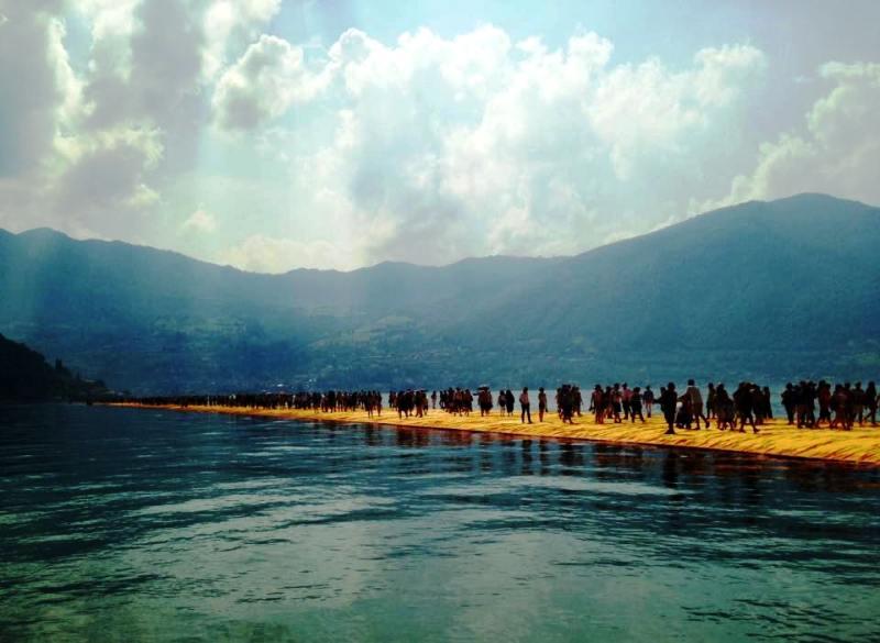 The floating piers il pontile galleggiante mosso dalle for Un mezzo galleggiante