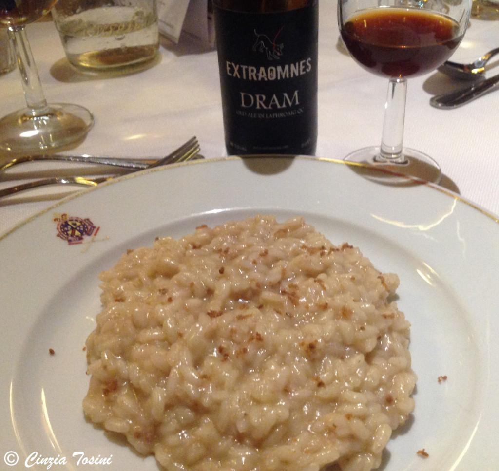 Risotto mantecato alla bottarga servito con Birra Extraomnes Dram (Ild Ale 13,5)